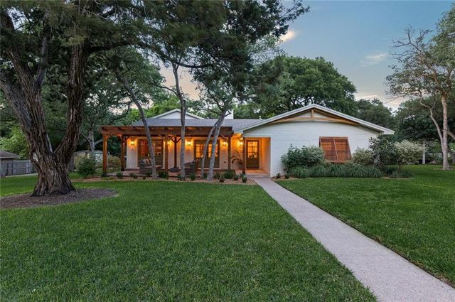 The Ivy House from Fixer Upper exterior